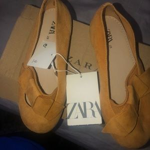 Kids leather  flats size 28 Brand new